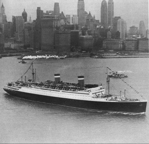 The SS Washington against the Manhattan skyline, circa 1935. Photo courtesy of the National Archives.